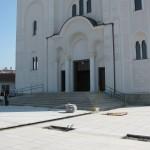 Уређење порте Храма у Ваљеву при крају