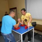 Такмичење у обарању руке у оквиру Фестивала дуван чварака