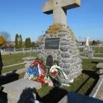 Полагање венаца и цвећа на Војничком гробљу