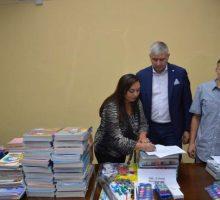 Додела школског прибора деци ромске националности