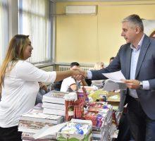 Школски прибор за децу ромске националности