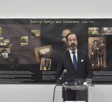 Изложбу фотографија Аријуса Ван Тинховена отворио холандски амбасадор